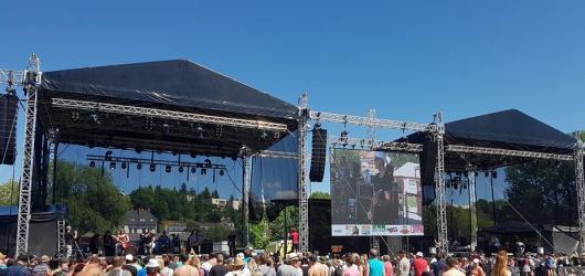 SOUTĚŽ: Vyhrajte permanentky na hudební festival Krásná louka v Mladé Boleslavi