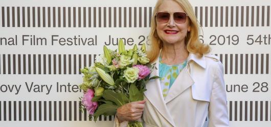 Festival v Karlových Varech jde do finále, Křišťalový glóbus večer převezmou Patricia Clarkson a Vladimír Smutný