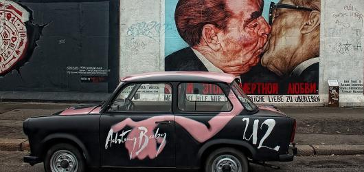 Víkendové akce v Praze: pád Berlínské zdi, erotický veletrh i svatomartinské slavnosti