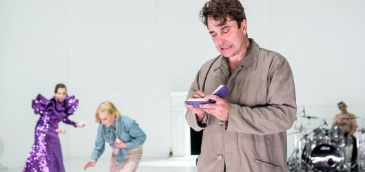 Národní divadlo uvedlo Oběd u Wittgensteina. Nedělní polední nudu u stolu nečekejte