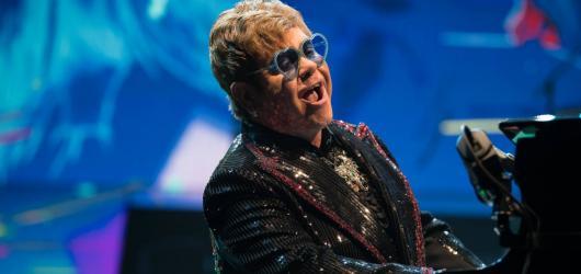 Když král odchází na vrcholu. Elton John se rozloučil s Českem v show nabité tím nejlepším, co si může interpret za jednu kariéru přát