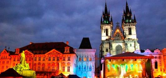 Hudební novinky, týden #28: jazz na Staromáku, opera nejen s Renée Fleming i festival na hradě