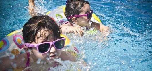 Osvěžení a zábava v jednom: kam s dětmi v Praze k vodě, když se vám nechce na koupaliště