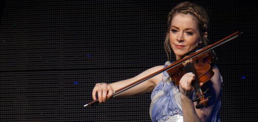 Lindsey Stirling proměnila O2 universum v oslavu světla, hudby a tance