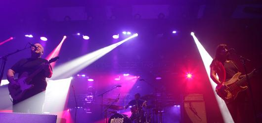 Pixies okouzlili Forum Karlín svými riffy a nejen punkovými skladbami. Jen poněkud monotónně