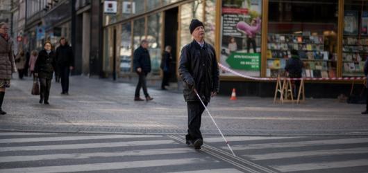 Díky Bílé pastelce mohou nevidomí vést plnohodnotný život. Sbírka se koná již po jednadvacáté