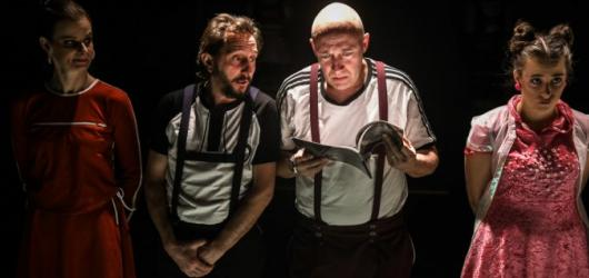 Zimní divadelní nadílka: podívejte se na 8 premiér, které uvádí pražská divadla