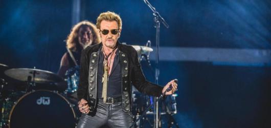 Chystá se film o francouzském zpěváku Johnnym Hallydayovi. Ještě před první klapkou se mění režiséři