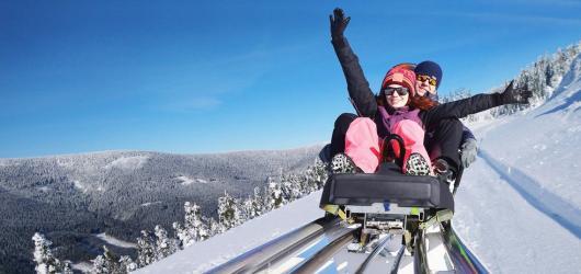 Zimní bobové dráhy: vyzkoušejte mamutí na Dolní Moravě nebo Pastviny s dvěma okruhy