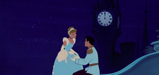 Popelka: pohádková klasika od Disneyho slaví 70 let. Jak si stojí její adaptace?