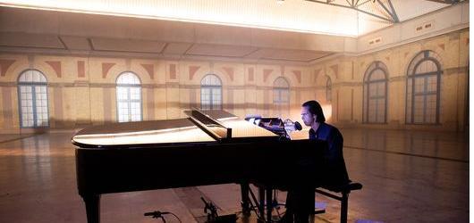 Nick Cave na jeden večer svým hlasem omámí diváky v kinech
