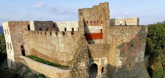 Pověsti z hradů a zámků: na střední Moravu za přízrakem černého psa, zkamenělou zámeckou paní i Meluzínou