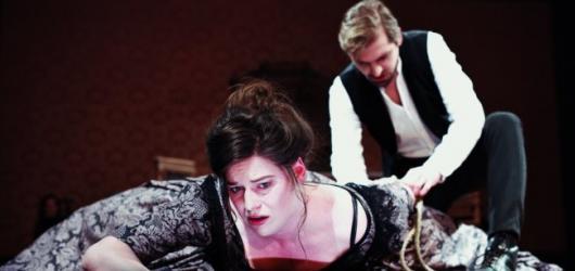 SOUTĚŽ: Vyhrajte vstupenky na představení Lady Macbeth z Újezdu ve Švandově divadle