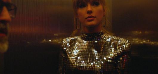 Novinky Netflixu a HBO GO v roce 2020: Taylor Swift, Perry Mason, Ratched a spol.