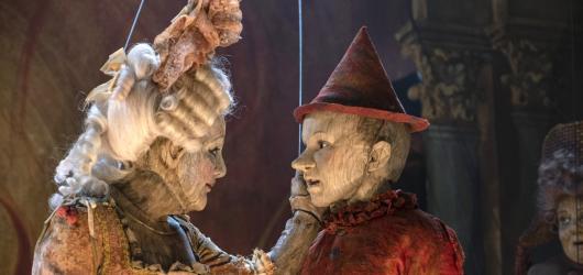 Hraný remake Pinocchio se pohybuje mezi rozvleklou pohádkou a bezbarvým sentimentem