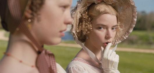 Dobová Emma je pouze venkovskou slečinkou v porovnání s komtesami adaptací podle Jane Austen