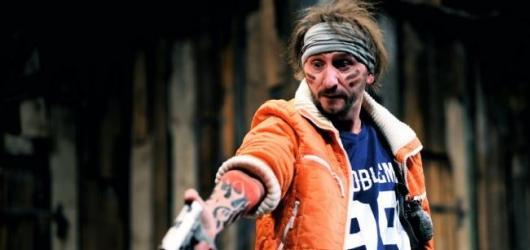 SOUTĚŽ: Vyhrajte vstupenky na představení Zabít Johnnyho Glendenninga v pražském Švandově divadle