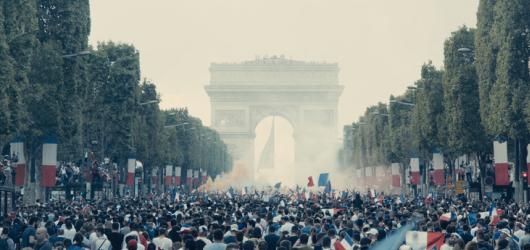 Bídníci režiséra Ladje Ly věrně zachycují atmosféru pařížského předměstí