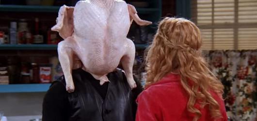 KVÍZ: Díkůvzdání je tady. Znáte jeho tradice i sváteční scény z amerických sitcomů?