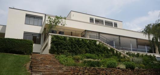 Vila Tugendhat slaví 90 let od svého vzniku. Podívejte se, jak to v ní vypadá