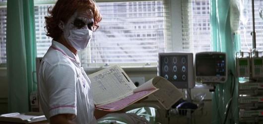 Roušky všem. Filmové postavy inspirují Čechy,  jak se chránit před koronavirem