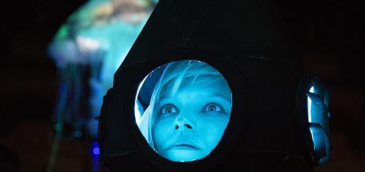 Herci, akrobati a žongléři míří na pražské Výstaviště v rámci festivalu Za dveřmi