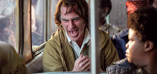 Nejlepší filmy roku 2019. Klauni, paraziti i vzpomínky na Hollywood