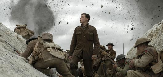 Nepřetržitá válka roku 1917 předvádí pohlcující realitu první světové války bez jediného mrknutí. Absenci ucelenějšího příběhu kompenzuje strhující technickou stránkou