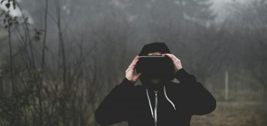Obroučky zítřka aneb virtuální realita jako budoucnost kinematografie