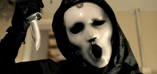 Halloweenské oslavy z domova. Komedie Hubieho Halloween, dokument i strašidelné seriály Scream či Slasher na Netflixu
