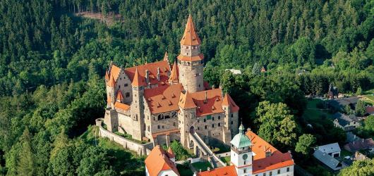 Moravské hrady a zámky z nebe. Kniha, která vás vezme do oblak i za dávnými pověstmi