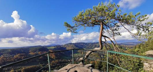 Výlety do přírody: Za skalními vyhlídkami Besedických skal a zříceninou hradu Zbirohy