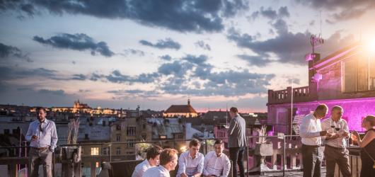 Víkend v metropoli: prosecco, tančírna na střeše i udržitelná architektura