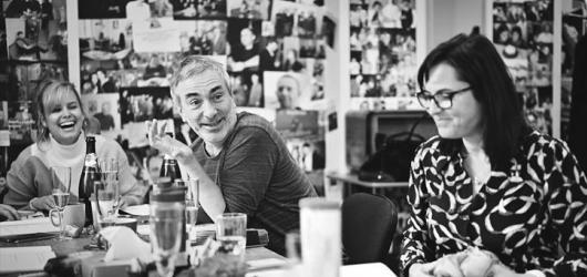 Divadelní premiéry tento týden: bytové divadlo, stand up Juraje Kukury i mužský pohled na svět