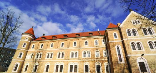Designblok se přesouvá do kláštera svatého Gabriela na Smíchově, mění i termín