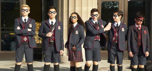 The Umbrella Academy: Bizarní směs žánrů a vjemů jako snaha zavděčit se selhává