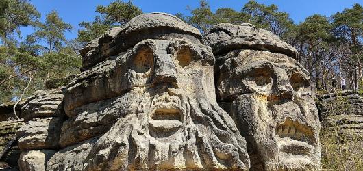 Výlety s dětmi: Za skalními reliéfy v okolí Čertových hlav