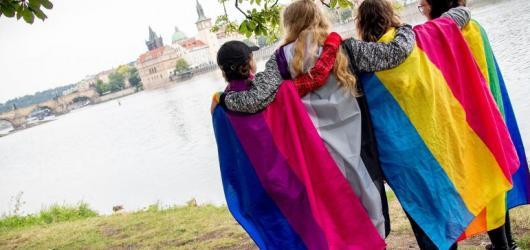 Víkend v metropoli: duhová oslava i přehlídka současných žen-malířek
