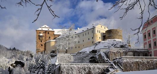 Pověsti z hradů a zámků: Karlovarským krajem za trpaslíky, skřítkem Štrakakalem i tajemnou bílou rukou