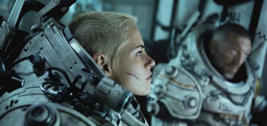 Pod vodou. Průměrné sci-fi o monstru na dně oceánu, které naprosto nevyužívá potenciál