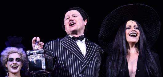 Muzikálová Addams Family je zpět! Láká na původní obsazení v čele s Lucií Bílou
