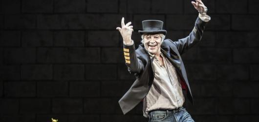 Přijde kůň do baru. Divadlo Rokoko uvádí nejnudnější stand-up v čele s Jurajem Kukurou