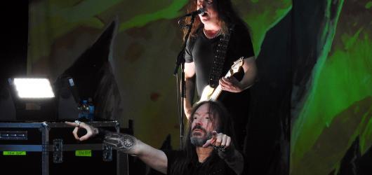 Hudební novinky, týden #7: metal ve velkém, Valentýn i nostalgie s Kelly Family