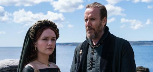 300 let před Hrou o trůny. HBO zveřejnilo první snímky ze seriálu House of the Dragon