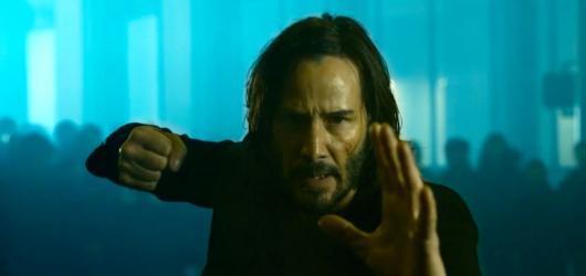 Vítejte zpátky, pane Andersone. The Matrix Resurrections představuje v první upoutávce pokračování kultovního sci-fi