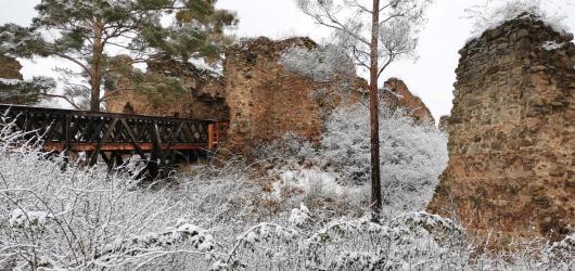 Výlety autem: za zříceninou hradu Vrškamýk, rozhlednami i akustickou sochou Krištofa Kintery