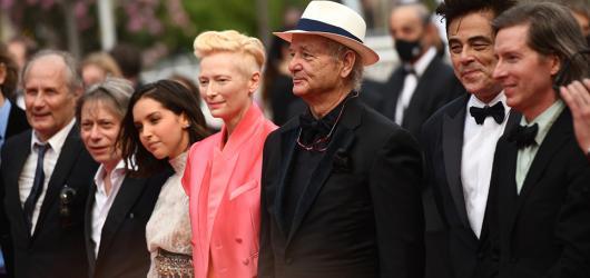 Nejnovější snímek Wese Andersona oslnil Cannes. Francouzská depeše je poctou tištěné novinařině