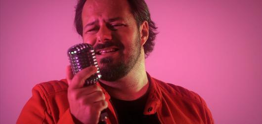 Xindl X v novém singlu SebeLovesong vyznává lásku sám sobě