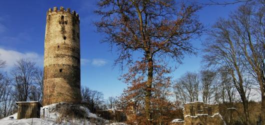 Výlety autem: za romantikou na zříceniny hradů Šelmberk a Borotín i k bývalému větrnému mlýnu