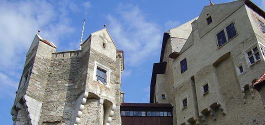 Pověsti z hradů a zámků: Jihomoravským krajem za vodníkem, osudovým stromem i černou paní